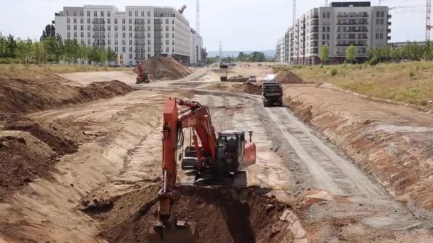 Rypadlo kopat půdy v rychlém pohybu