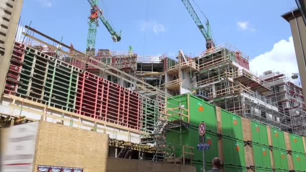 Incorniciatura e gru da costruzione