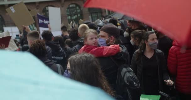Dav protestujících proti rasismu ve Frankfurtu nad Mohanem