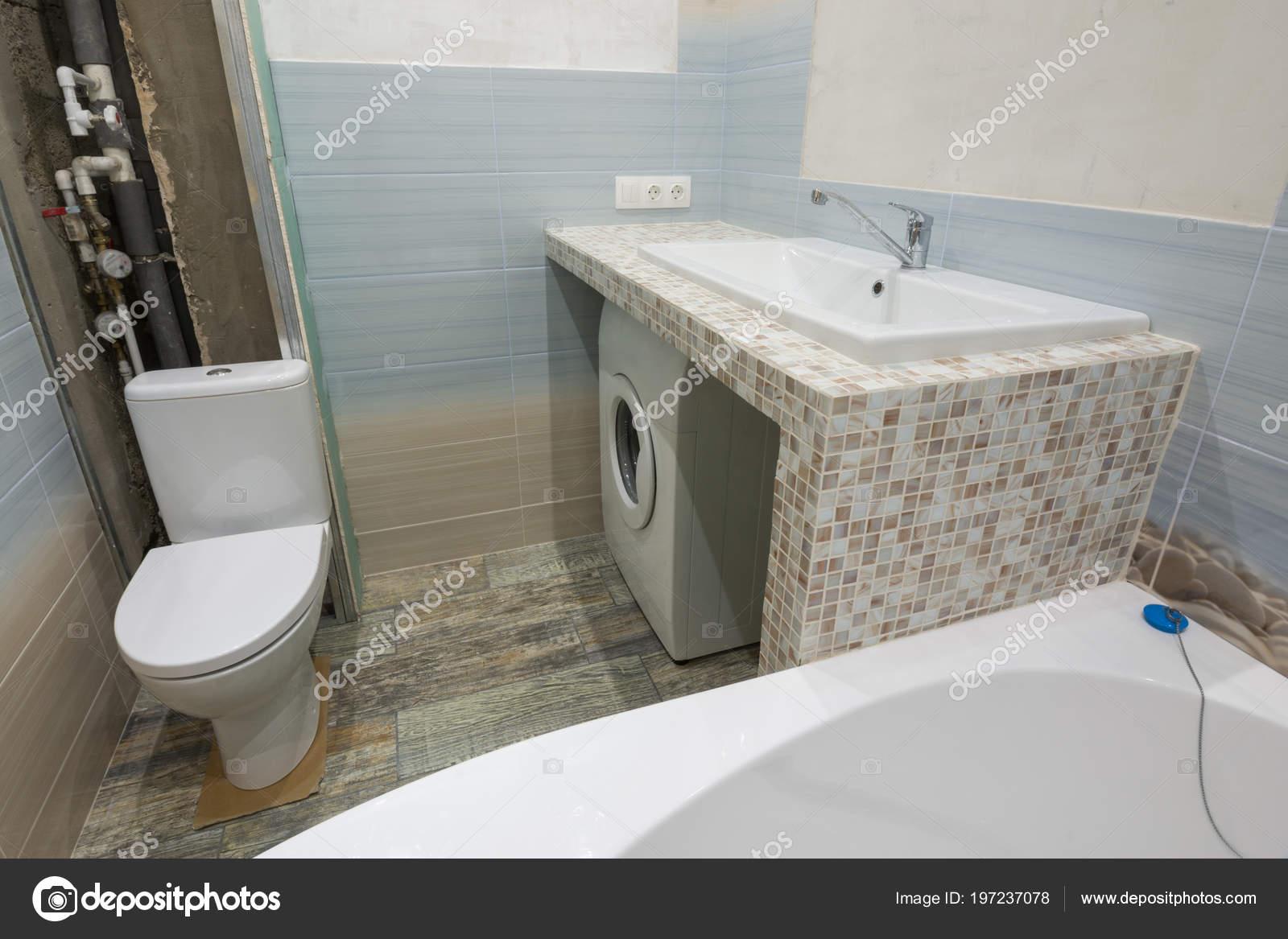 Riparazioni non finite bagno piedistallo sotto lavabo sotto quale