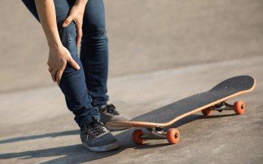 skateboarder got sports injury while skateboarding in skatepark