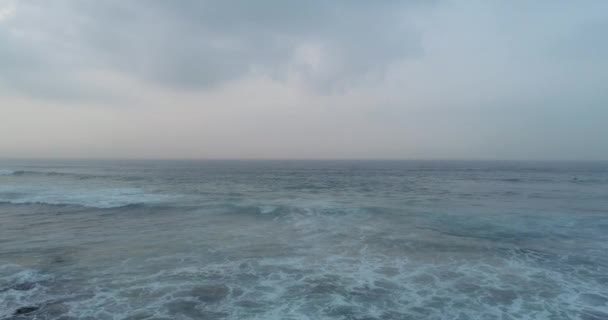 Letecká dron pohled krásné mořské vlny hladiny