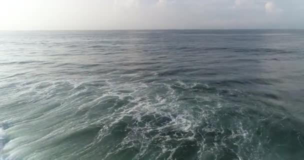 Nádherné mořské vlny na Srí Lance