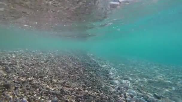 moři skal pod vodou vlny