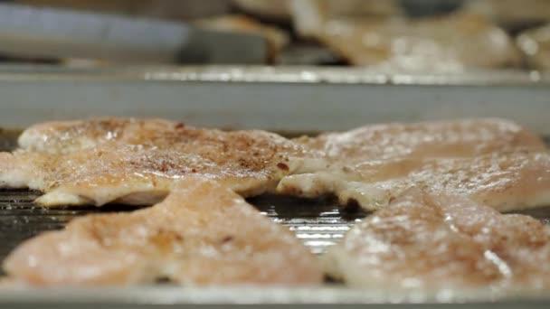 Hühnerbrust gegrillt auf professionelle grill