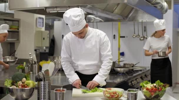 kuchař vaření než uřízne poranění