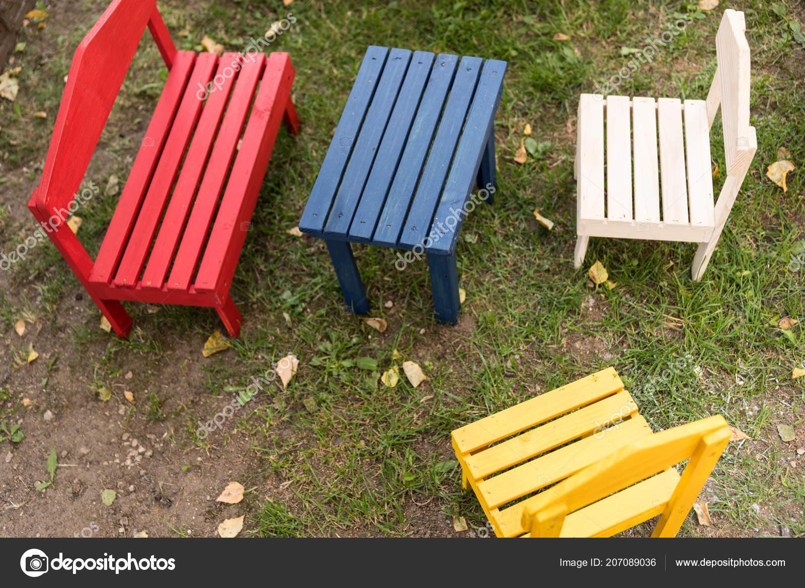 Muebles Madera Colorido Para Los Niños Jardín Vista Aves ...