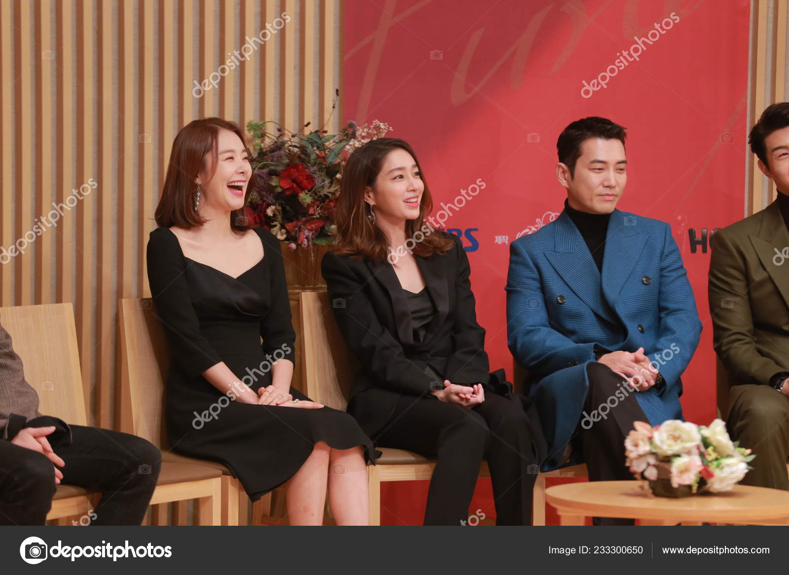 South Korean Actress Lee Min Jung Center Attends Press