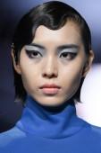 ein model zeigt neues Make-up bei der china girl - yuexlin modenschau während der beijing fashion week 2018 in beijing, china, 18. september 2018.