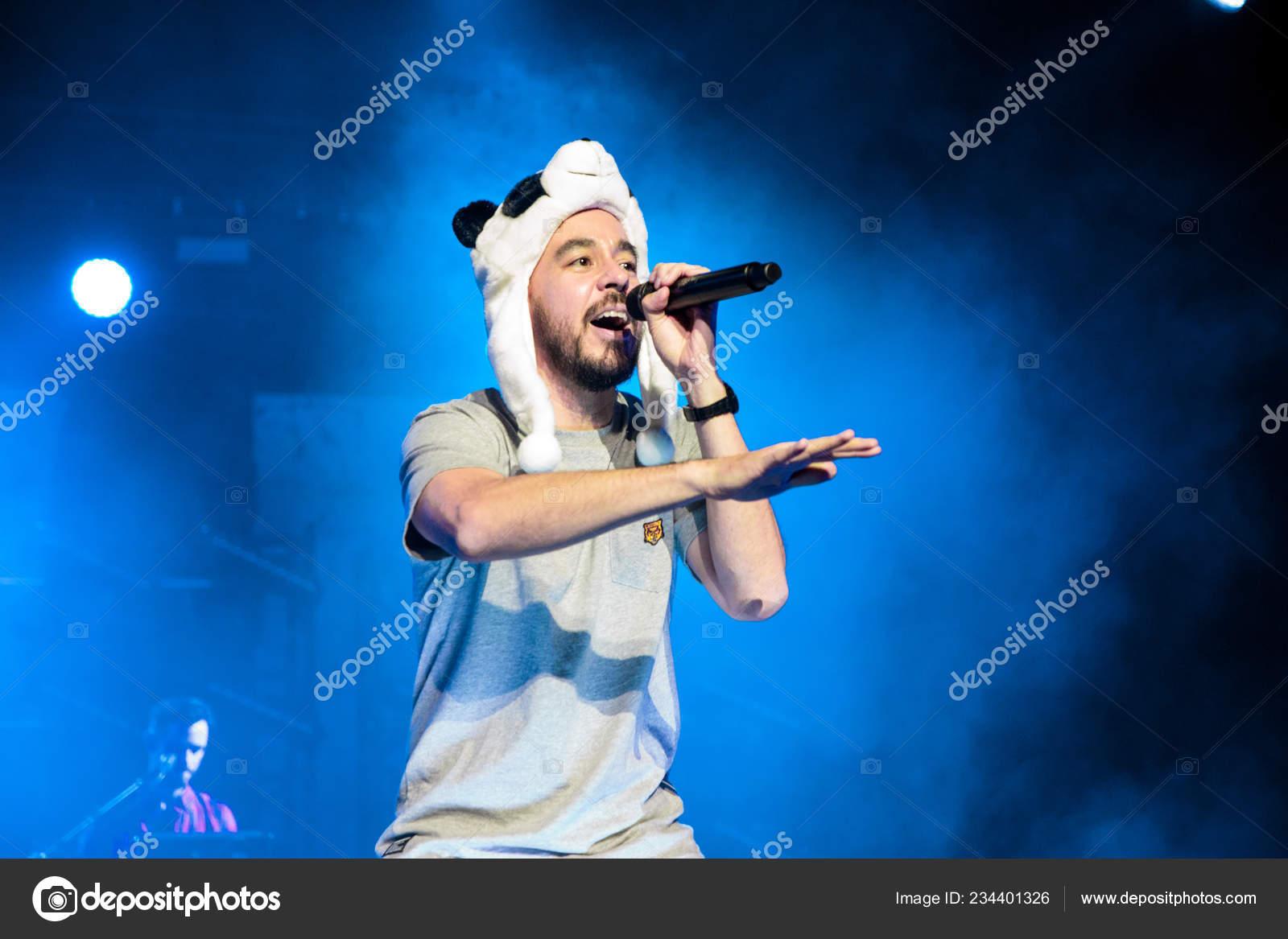 Singer Mike Shinoda American Rock Band Linkin Park Performs