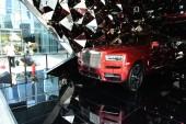 A Cullinan SUV a Rolls-Royce is megjelenik egy bevásárlóközpontban a Hangzhou város, Kelet-kínai Zhejiang tartomány, 19 június 2018
