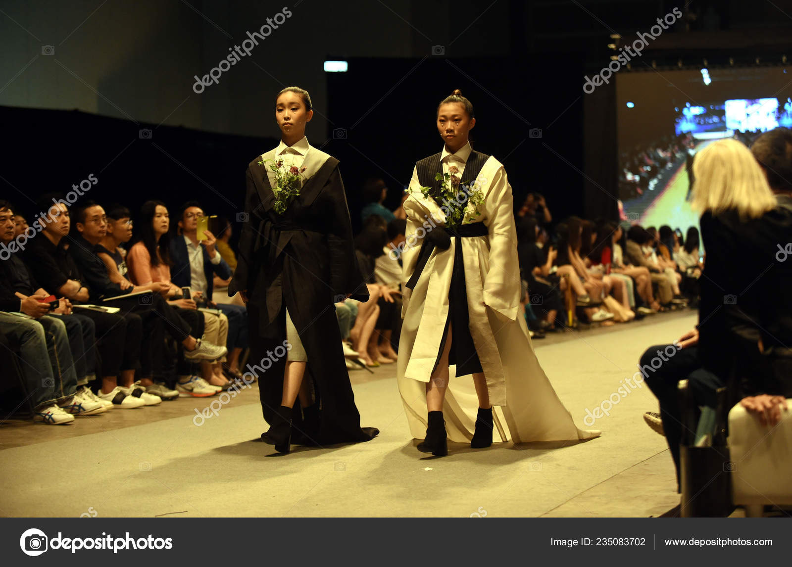 Models Display New Creation Graduate Fashion Show Graduation Design Works Stock Editorial Photo C Chinaimages 235083702