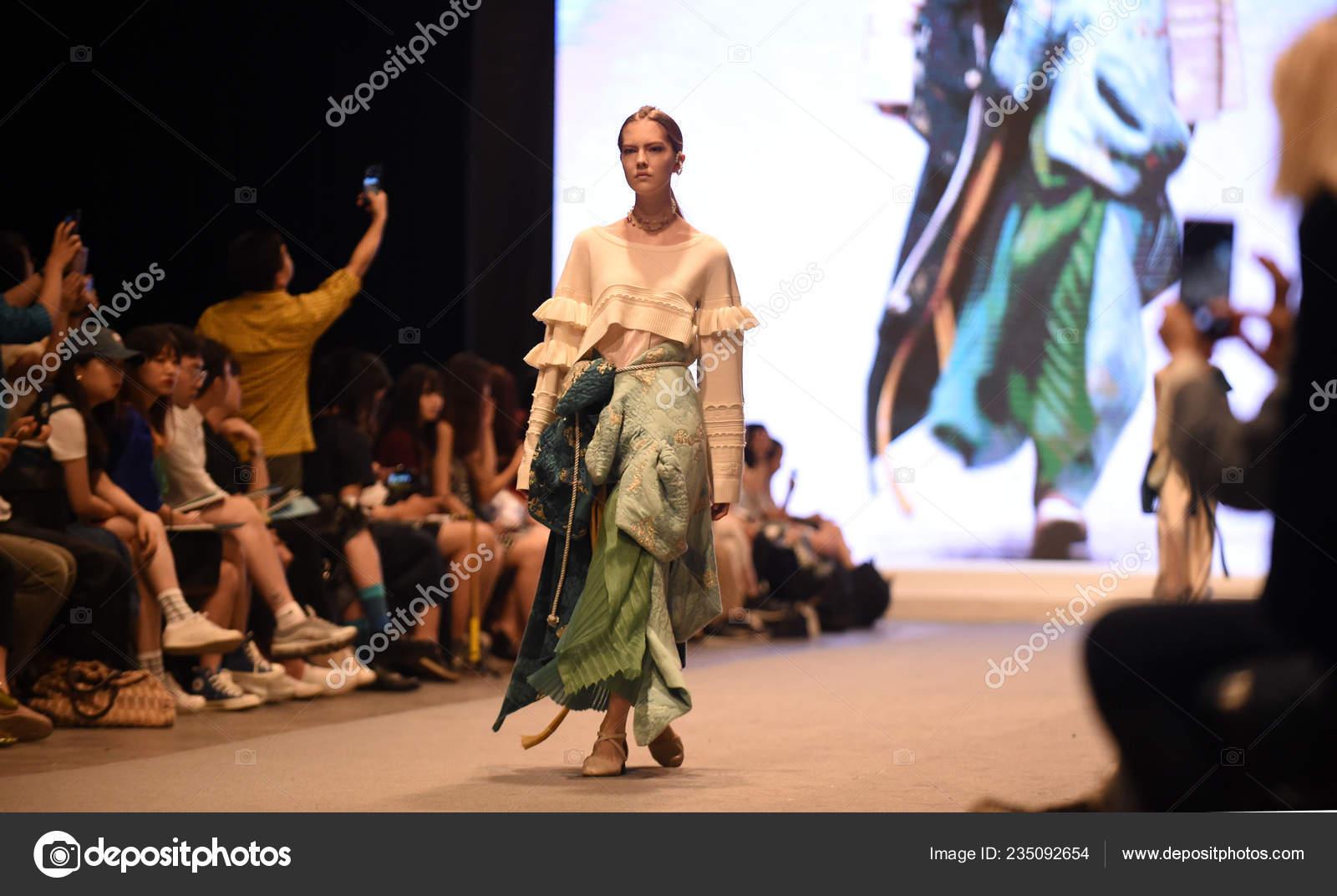 Model Displays New Creation Graduate Fashion Show Graduation Design Works Stock Editorial Photo C Chinaimages 235092654