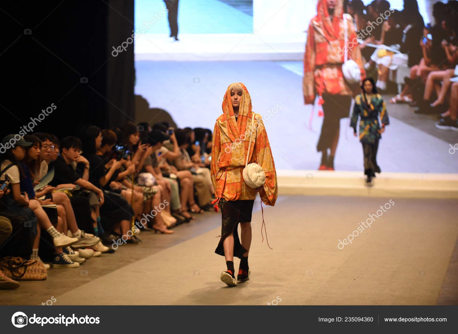 Model Displays New Creation Graduate Fashion Show Graduation Design Works Stock Editorial Photo C Chinaimages 235094360