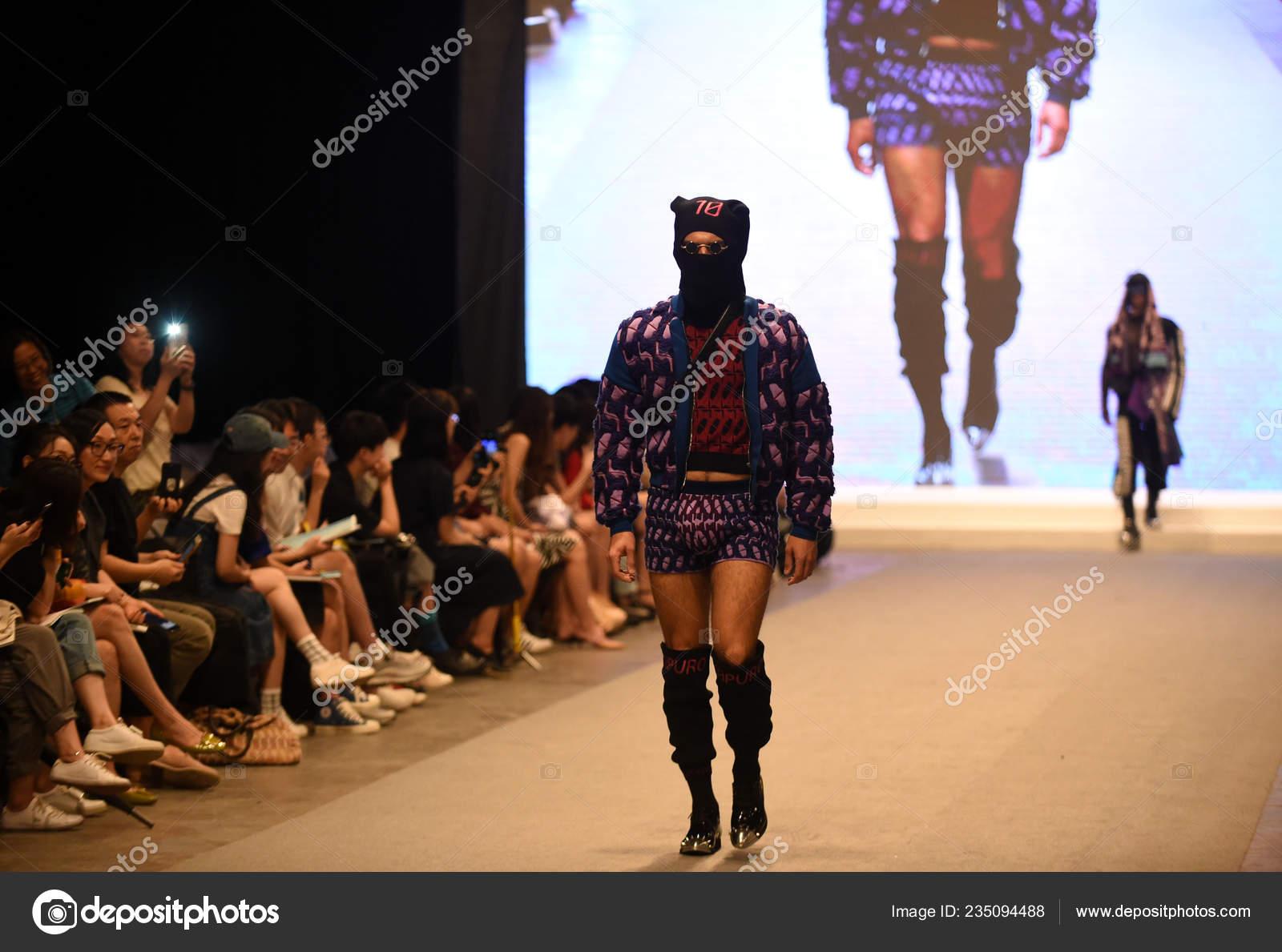 Model Displays New Creation Graduate Fashion Show Graduation Design Works Stock Editorial Photo C Chinaimages 235094488