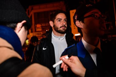 Brazilian football player Alexandre Rodrigues da Silva, known as Pato, of China's Tianjin Quanjian F.C. signs autographs for Japanese fans at a hotel after a training session for a Group E match against Japan's Japan's Kashiwa Reysol during the 2018