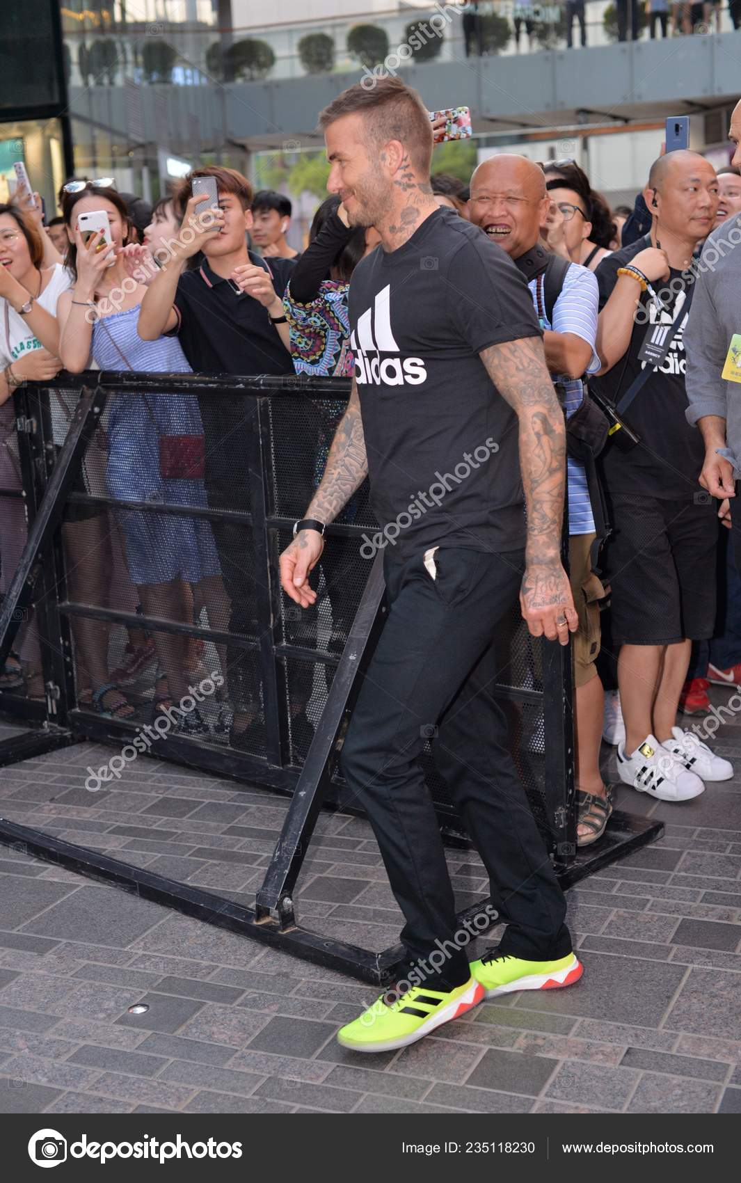 milla nautica Consejo A nueve  English Football Star David Beckham Arrives Opening Event Adidas ...