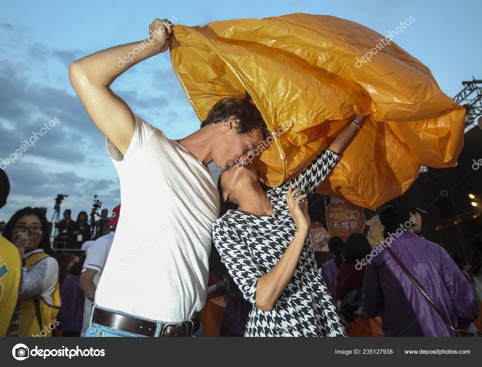 Taiwan Out Foreign Couple Kisses While Releasing Lantern Sky Hopes Stock Editorial Photo C Chinaimages 235127938