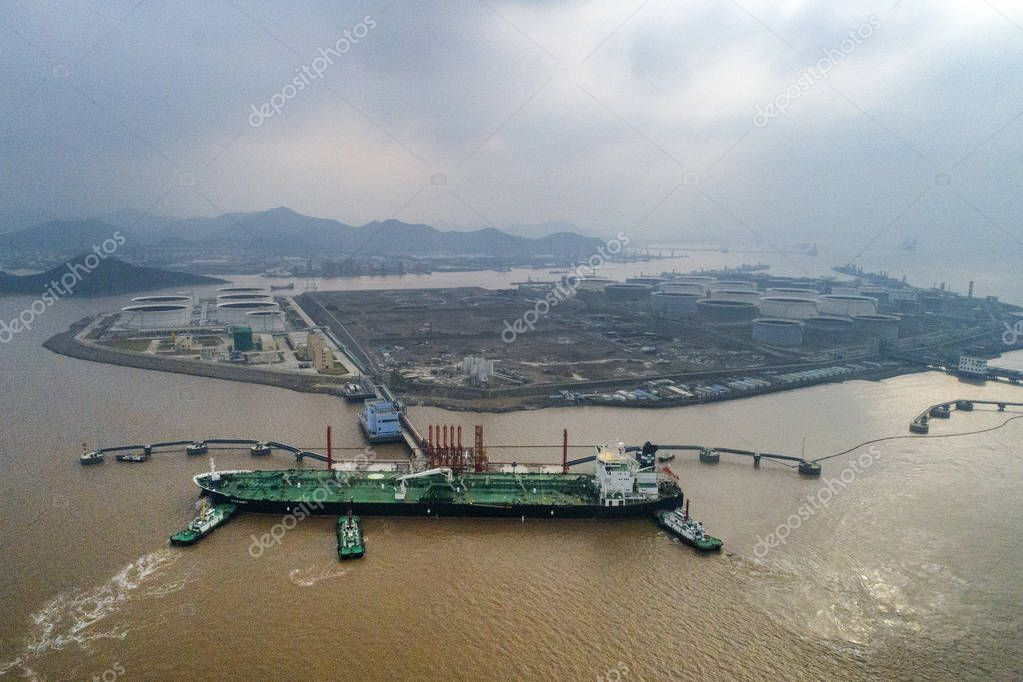 Tugboats escort the 300,000-tonne crude oil tanker IOANNA to a dock at the Port of Zhoushan in Ningbo city, east China's Zhejiang province, 2 January 2019