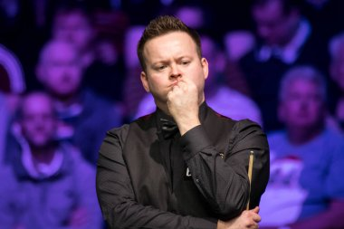 Shaun Murphy of England considers a shot to Ronnie O'Sullivan of England in their final match during the 2017 Betway UK Championship snooker tournament in York, UK, 10 December 2017