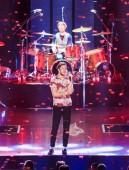 Americká zpěvačka Daniel Coulter Reynolds (Dan Reynolds), zpěvák a skladatel americké rockové kapely Imagine Dragons, provádí během koncertu kapely v Šanghaji, Číně, 17 ledna 2018