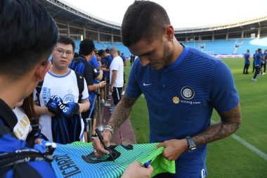 Argentine professional football player Mauro Icardi of Inter Milan poses signs autographs for fans during a training session for the 2017 Changzhou Dragon City Cup International Football Invitation Tournament against Inter Milan in Changzhou city, ea