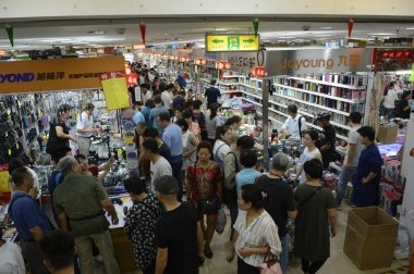 Customers throng to the Tianyi Market to be moved out to buy goods on the last day in Beijing, China, 15 September 2017