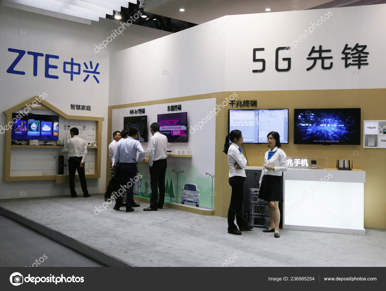 Chinese Employees Seen Logo Stand Zte Corporation Exhibition Beijing