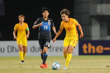 Liu Jing of China, right, challenges Riko Ueki of Japan in their semi-final 2 match during the AFC U-19 Women's Championship China 2017 in Nanjing city, east China's Jiangsu province, 25 October 2017