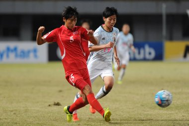 Son Ok Ju, left, of DPR of Korea kicks the ball to make a pass against Riko Ueki of Japan in their final match during the AFC U-19 Women's Championship China 2017 in Nanjing city, east China's Jiangsu province, 28 October 2017