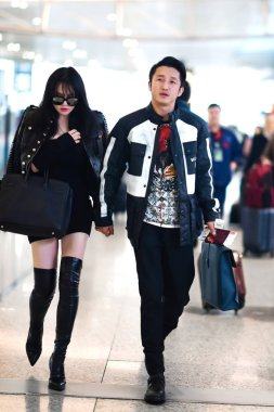 Chinese boxing star Zou Shiming, right, and his wife Ran Yingying are pictured at the Shanghai Hongqiao International Airport in Shanghai, China, 23 November 2016.