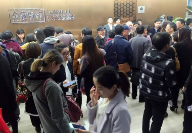 Chinese investors crowd the headquarters of Jinlu Financial Advisors in Shanghai, China, 31 March 2016