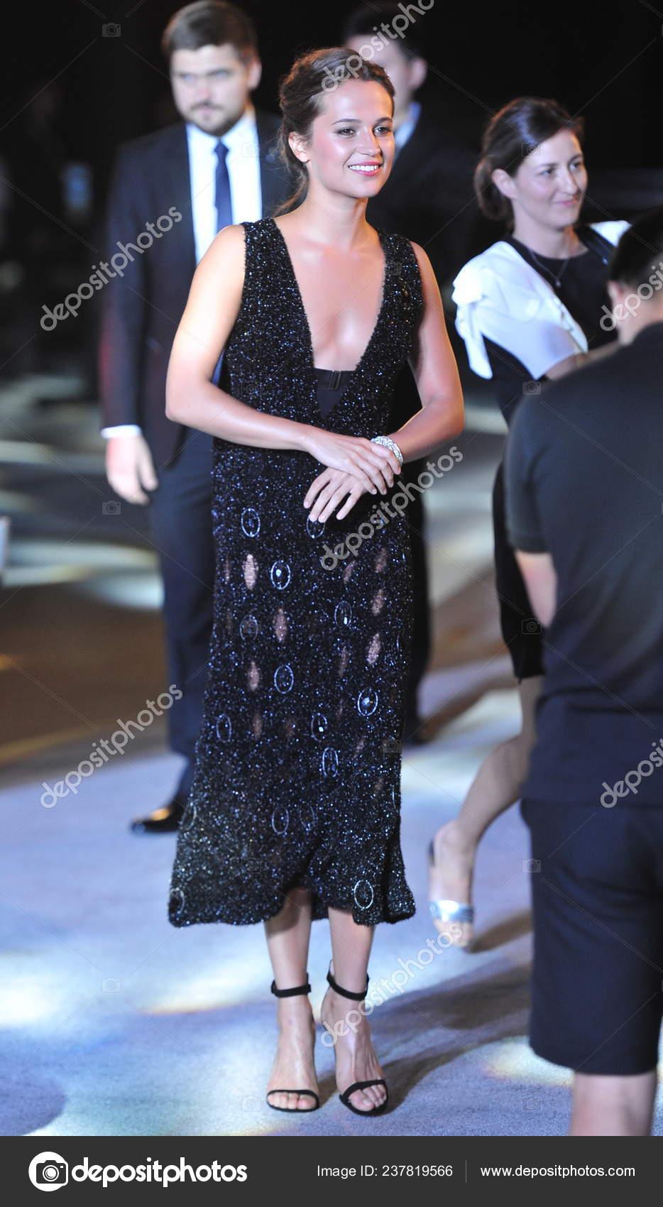 Alicia Smiles swedish actress alicia vikander smiles red carpet china