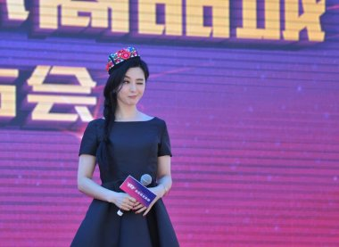 Chinese actress Fan Bingbing attends a signing ceremony for a commodity mall in Urumqi, northwest China's Xinjiang Uygur Autonomous Region, 22 May 2016.