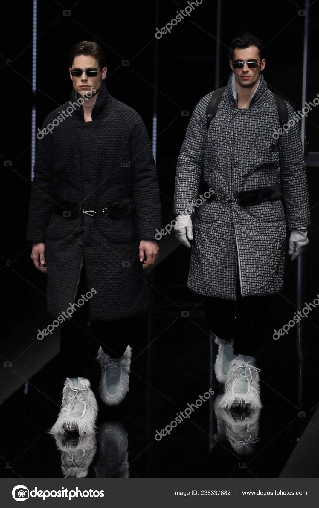 37497c17fe Μοντέλα παρουσιάζουν νέες δημιουργίες στο Emporio Armani επίδειξη μόδας  κατά τη διάρκεια της Milan ανδρών μόδα εβδομάδα Φθινόπωρο Χειμώνας 2019 στο  Μιλάνο ...