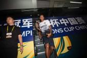 --Fájl--Fredy Alejandro Guarin Vasquez, a középre és a csapattársak, az Inter Milan elsétál egy busz, ahogy megérkeznek a során a 2015-ös Bajnokok-kupa nemzetközi Kína, Shenzhen City, Dél-Kínai Guangdong tartomány Ac Milan ellen a labdarúgó-mérkőzés,