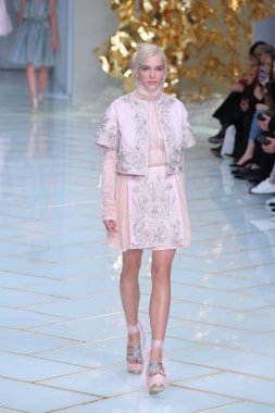 A model displays a new creation at the Guo Pei fashion show during the Paris Haute Couture Fashion Week Spring/Summer 2016 in Paris, France, 27 January 2016.
