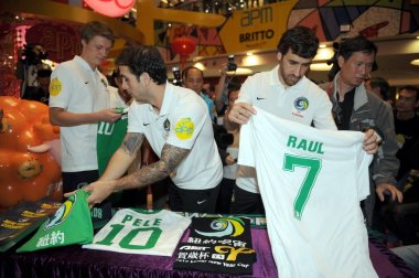 Spanish soccer star Raul Gonzalez Blanco of New York Cosmos, second right, attends a signing event in Hong Kong, China, 16 February 2015.