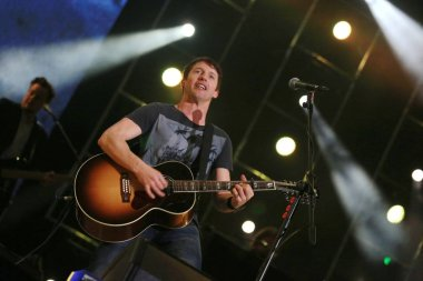English singer James Blunt performs during a concert in Shanghai, China, 2 January 2014.