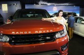 modell jelent egy Range Rover SUV a Land Rover során egy autókiállítás a Sanya City, Dél-chinas Hainan tartomány, 30 március 2014.
