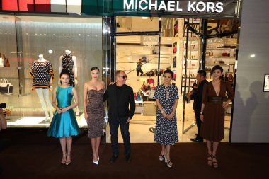 (From left) Chinese actress Gao Yuanyuan, Australian model Miranda Kerr, American fashion designer Michael Kors, Hong Kong actress Carina Lau, Taiwanese model and actress Lin Chi-ling pose at the opening ceremony for a flagship store of luxury Americ