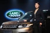 Kínai modell Mary ma jelent egy Land Rover Range Rover SUV alatt indít esemény Hangzhou város, keleti chinas Zhejiang tartomány, 1 november 2013