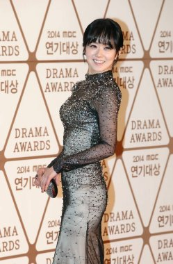 South Korean singer and actress Jang Na-ra poses on the red carpet as she arrives for the 2014 MBC Drama Awards in Seoul, South Korea, 30 December 2014.