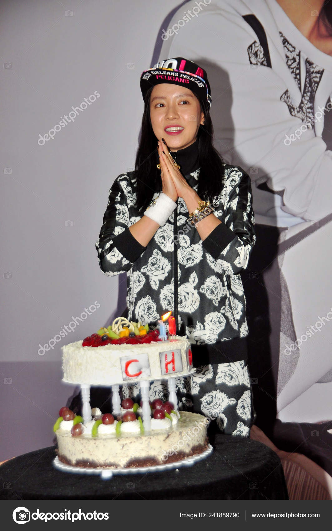 Outstanding South Korean Actress Song Hyo Poses Her Birthday Cake Fan Stock Personalised Birthday Cards Epsylily Jamesorg
