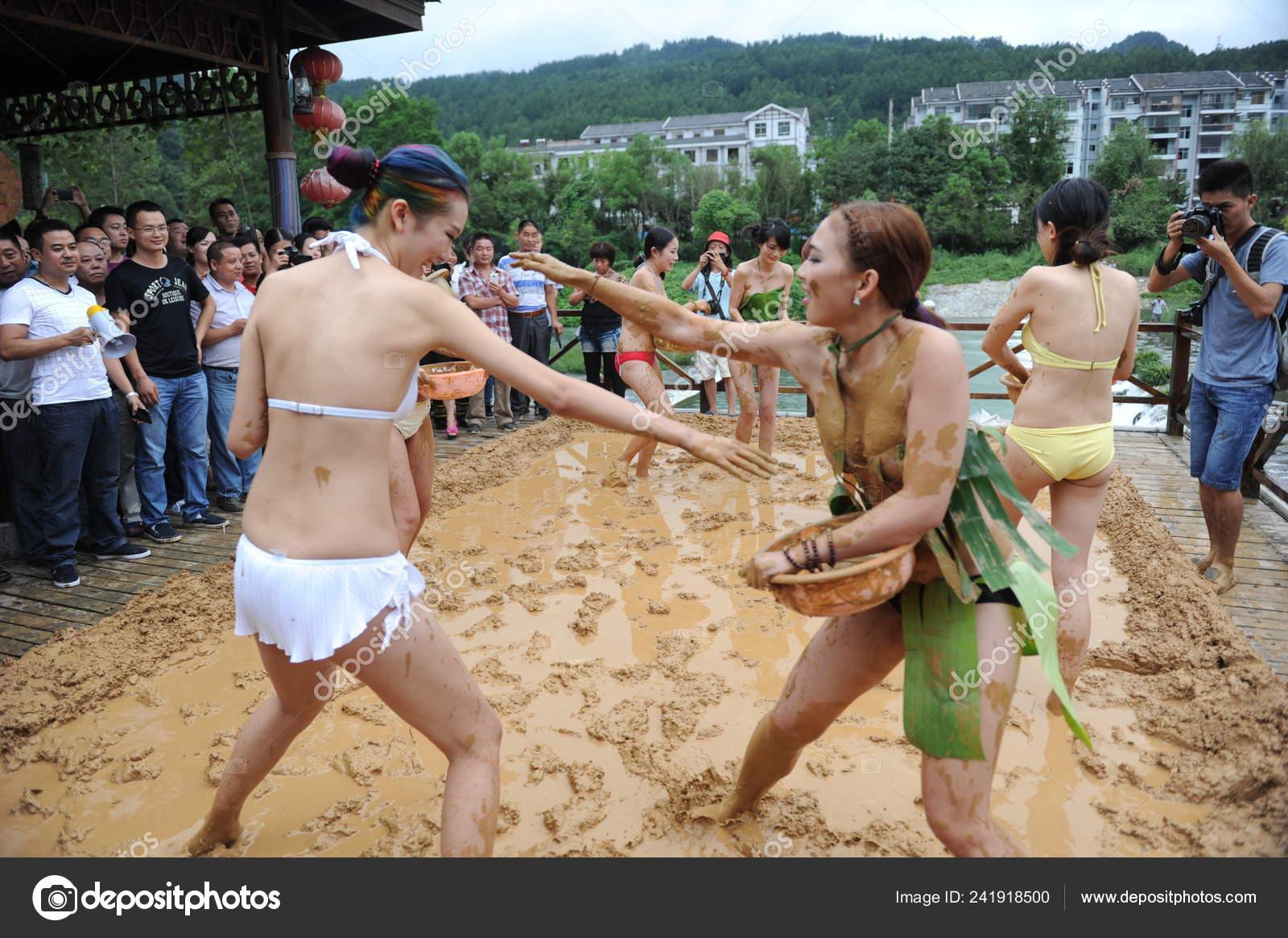 Bikini pic wrestling Prompt, where