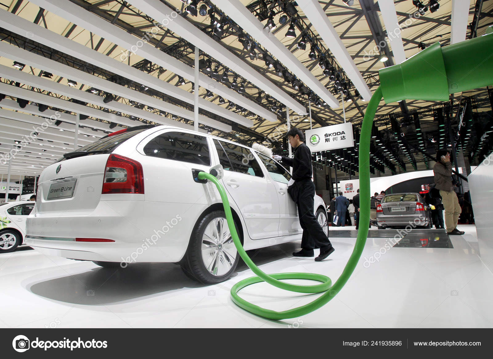 Worker Dusts Skoda Electric Car 14th Shanghai International Automobile Industry Stock Editorial Photo C Chinaimages 241935896
