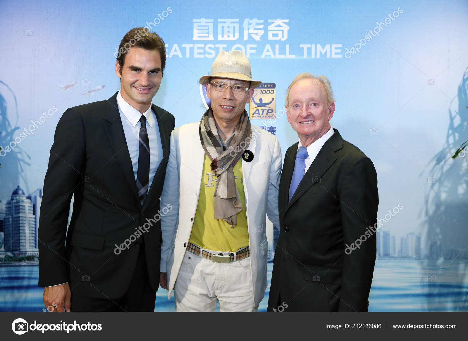 7aa4baa5ab64 Roger Federer Suiza Izquierda Posa Con Leyenda Australias Tenis Rod — Foto  de Stock