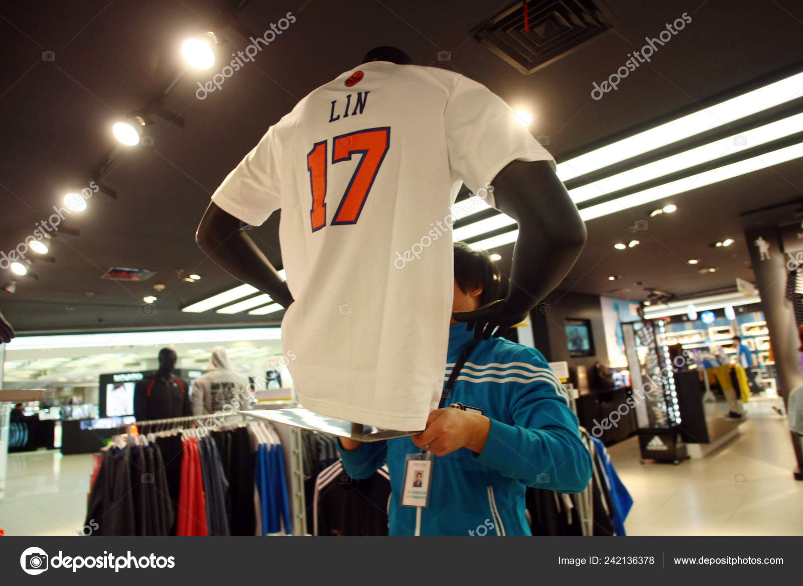 competitive price c0bed 4e4e8 Shirt New York Knicks Jeremy Lin Display Sports Store ...