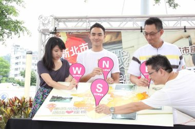 Taiwanese actor Ethan Ruan, second left, poses during a pro-bono activity for New Taipei city in Taipei, Taiwan, 25 June 2012.