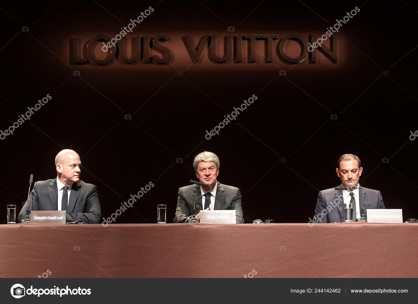7c8e5b4c35b Desde Vicepresidente Ejecutivo Izquierdo Louis Vuitton Christopher ...